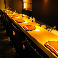 Wasabiのコンセプトである上質な空間で味う旬の逸品を感じるならやっぱりカウンター席がお薦め。目の前で職人が腕を振るう特等席です。