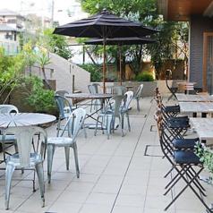 世界一住みやすい街6年連続1位のメルボルンは、オーストラリアのカフェ発祥の地であると同時に「世界一カフェのある街」としても知られ、生活の中にカフェが溶け込んでいます。そんな雰囲気を体感できるテラス席となっております♪