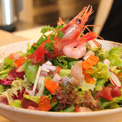 料理メニュー写真海の音特製海鮮サラダ