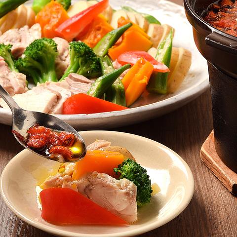 塩糀蒸し鶏と彩り野菜のトマトオイルがけコース_生ビール付3時間飲放題付4,900円→3,500円(税込)