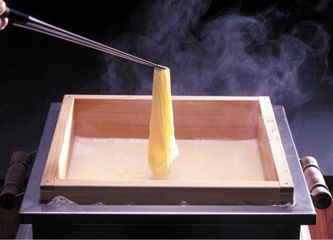 湯葉豆富料理をはじめ、海鮮料理、しゃぶしゃぶなど日本料理をお召し上がり頂けます!