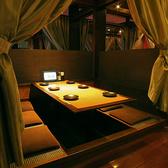 横浜本店自慢の店内には個室や半個室もご用意しております。どれも大変人気のお席となっておりますので、早めのご予約がオススメ!プライベート感のある広々個室で、楽しく話に華を咲かせましょう。【横浜 居酒屋 女子会 個室 貸切】