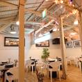 アメリカ西海岸のカフェをイメージしたオシャレな店内★女子会・宴会・記念日・誕生日など様々なシーンでご利用いただける【大人の隠れ家】です♪