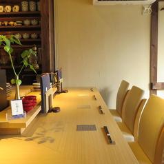 2階カウンター席は6席 1階とは異なった日本酒BARのような雰囲気