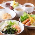 ランチも営業中☆サラダ・フルーツ・スープ・ライス・ワッフル・ホットコーヒーお替り自由。