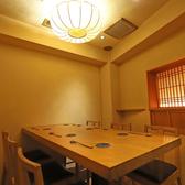 4~6名様まで、ご利用頂ける個室のご用意がございます。大切な接待や、会食にご利用ください。なお、個室のお席は、大変人気なのでお早目のご予約をお願いしております。