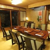 テーブルでゆったりできる個室です。