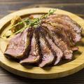 料理メニュー写真豪快200g!鴨肉のロースト山わさびソース