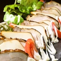 料理メニュー写真スモークチキンとチーズの出会い
