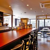 落ち着いた雰囲気の店内にはカウンター席もご用意。お1人様でも、韓国料理をつまみにゆっくりとお酒が楽しめます!