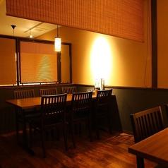 【2階】6名テーブル席。会社帰りや同窓会でのご利用も多いお席です。のれんで隣の席と仕切っております!安心してご利用下さい。