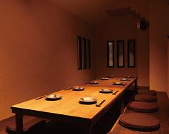 全席【完全個室】×【掘りごたつ】12名様用の掘りごたつ個室はゆったり出来る広々空間。少人数宴会にもお勧めです。