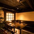 優美な造りで様々なご宴会に...間接照明が優しく包み込む個室席です。誕生日や記念日の特別な一時にも最適です。