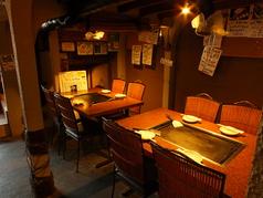 テーブル席も温かな間接照明の光の中でお食事を楽しんで頂きます!