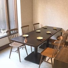 1階 6名様用テーブル席庭を見ながらゆっくりと、大切な方々との食事ができます。