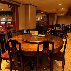 【2F】ひとつの食卓を囲み、多彩な料理を取り分けて楽しむ中華料理の伝統的なスタイルでお食事をご利用頂けます。中華街観光の際にはぜひご家族やグループで円卓を囲んでわいわいとアットホームに当店自慢の点心をお楽しみください。お子様から大人までみなさんにご満足頂けるメニューを豊富にご用意しております!
