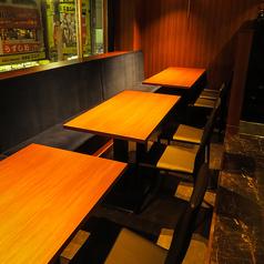 会社宴会も行われるテーブル席。ベンチシートでゆっくりとお寛ぎいただけます。誕生日/記念日/ステーキ/鉄板焼き/接待/肉/ランチ