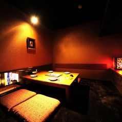 ≪カップル個室≫多治見でのデートにぴったりの2名様個室♪周りとは隔絶された個室空間。大切な人とのデートに控えめな照明に穏やかな空間を提供いたします。芋んちゅ多治見店ではお酒と相性抜群の本格的な九州・沖縄料理を数多くご用意しております。≪九州料理 沖縄料理 居酒屋 誕生日 二次会 歓迎会 送別会 記念日≫