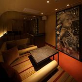 ≪カラオケ付個室≫PrivateRoom「ARAM」プレイベートカラオケ個室を完備。ARTが飾られた個室では最新鋭のカラオケ機器が設置されております。