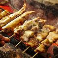 鮮度抜群の焼鳥はその日仕入れた地鶏を一本一本手打ちしております♪真空で保存しているので鮮度や食感は衰えず、美味しい状態でお召し上がりいただけます♪じっくり炭火で仕上げる当店の焼鳥は他店に負けない味自慢!!他にも鉄板焼きや鍋など鳥料理屋ならではのバリエーション♪是非お試しくださいませ♪