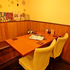 普段のテーブル席は4名席×3、2名席×1でレイアウト。大人数の飲み会にも対応できますので、まずはお電話を!025-282-7458