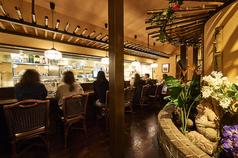 オープンキッチンのカウンター席も人気♪(新橋 ランチ 土 日 休日 おすすめ飲み放題 居酒屋)