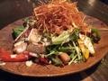 料理メニュー写真焼き野菜とベーコンとパリパリジャガイモのシーザーサラダ