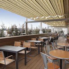 【2名~30名様 人気のテラス】ビル屋上の開放的なテラス席です。宴会など大人数の利用も可能です。テラス席のみ喫煙、ペットを連れてのお食事が可能です。※天候により御利用できない場合がございます