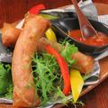 料理メニュー写真イベリコ豚ソーセージの揚げ春巻き ピリ辛サルサ添え