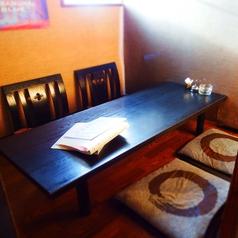 仕切りのある半個室的な4名様のお座敷席です。仕切りを外せば8名様の宴会もOKです。
