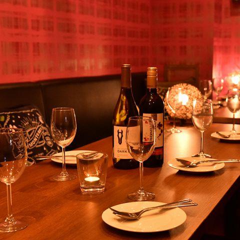 オーナーのこだわりが詰まった店内。誕生会やお祝いパーティーなど、気の合うご友人とゆったり語り合うひとときに最適です。個室席のみのご予約もお気軽にご相談下さい。とても人気の高いお席となっております!接待や女子会、デート、歓送迎会など各種宴会に最適ななお席です!!