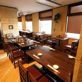 【2F】気軽に本格中華を楽しめるのが◎ご利用人数に合わせてお席のご用意が可能です。横浜、中華街観光に訪れた際には点心師が作る本物の点心を!中国の庭園をイメージしたカジュアルな雰囲気でお食事をお楽しみ頂けます。入口を入り、2階への階段を上るとそこは石造りの橋の上!気分を一層盛り上げます!