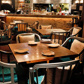 4名席 ゆったり感のある広いお席☆ 広々座って頂けるこだわり家具のお席になります。