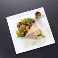 料理メニュー写真ローストビーフと野菜のブーケサラダ