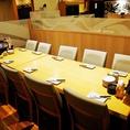 広々としたテーブルのお席は最大12名様でご利用可能です。会社でのご宴会から女子会や送別会など様々なシーンにご利用頂けます。また、飲み放題付きのコースの他、逸品料理も豊富にご用意!ご宴会はうおや一丁で!宴会に最適な個室もご用意しております!