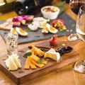 料理メニュー写真本日の燻製とチーズの盛り合わせ10種