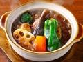 料理メニュー写真じっくり煮込んだブラウンシチュー煮込みハンバーグ セット(ご飯・サラダ付き)