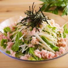 料理メニュー写真蟹まみれの大根サラダ
