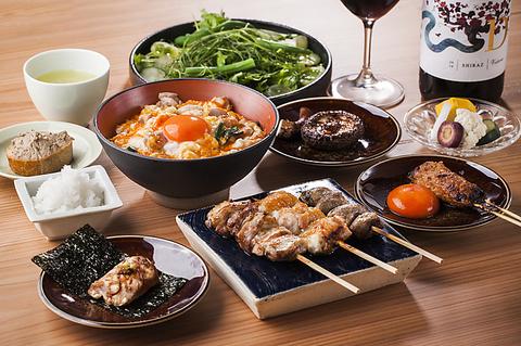 【お得!お好きなドリンク2杯付き!】炭火串焼5種含む〆のそぼろ丼付きコース 全12品 ¥4,460
