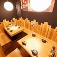白木風のテーブル席