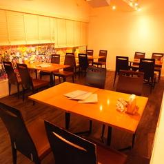 ― 4人掛けのテーブルが4つございます! ―