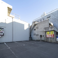 お車でお越しの際は専用駐車場をご利用くださいませ。30台分を完備しております。※和歌山インターチェンジから10分(阪和高速道路)