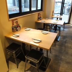 4名様用のテーブル席も有