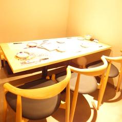 掛け軸の奥に広がる個室は、3名様~6名様までのご利用におすすめです。