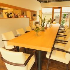 14名様までご利用いただける大きなカウンター形式のテーブル席です。