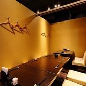 最大10名様まで対応可能なイス個室。靴を脱がずにご利用頂けます。