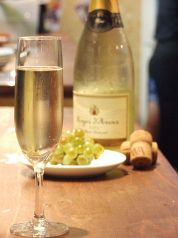 宴会ではスパークリングワインも飲み放題!