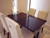 広々としたテーブル。