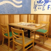 4名テーブル席は8卓のご用意がございます。