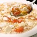 料理メニュー写真トマトと豆腐と蟹肉の塩煮込み